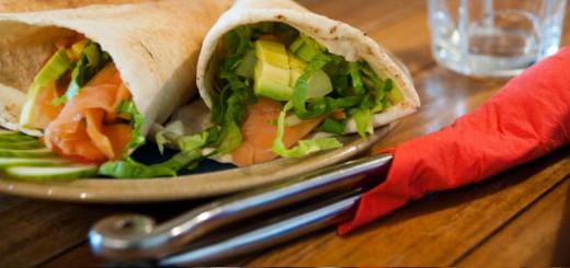Receita light de wrap de salmão defumado