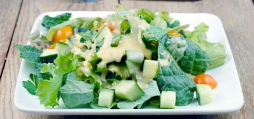 Receita de salada com molho de mel e manga